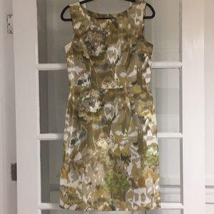 Dresses & Skirts - Gorgeous Ellen Tracy silk floral dress Size 8.